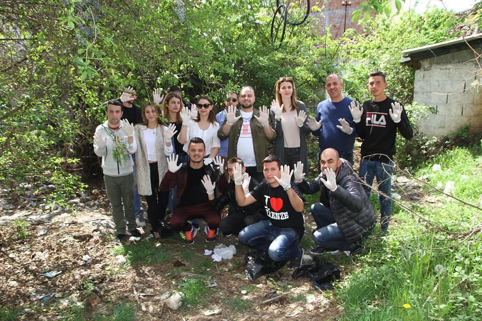 """""""Trashtag Albania"""", të rinjtë e LRI Njësia 8 i bashkohen nismës për të pastruar Shqipërinë"""